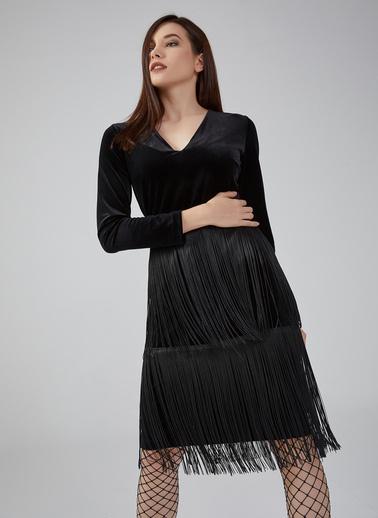 Gusto Kadın Siyah V Yaka Püsküllü Kadife Elbise 20KG009345 Siyah